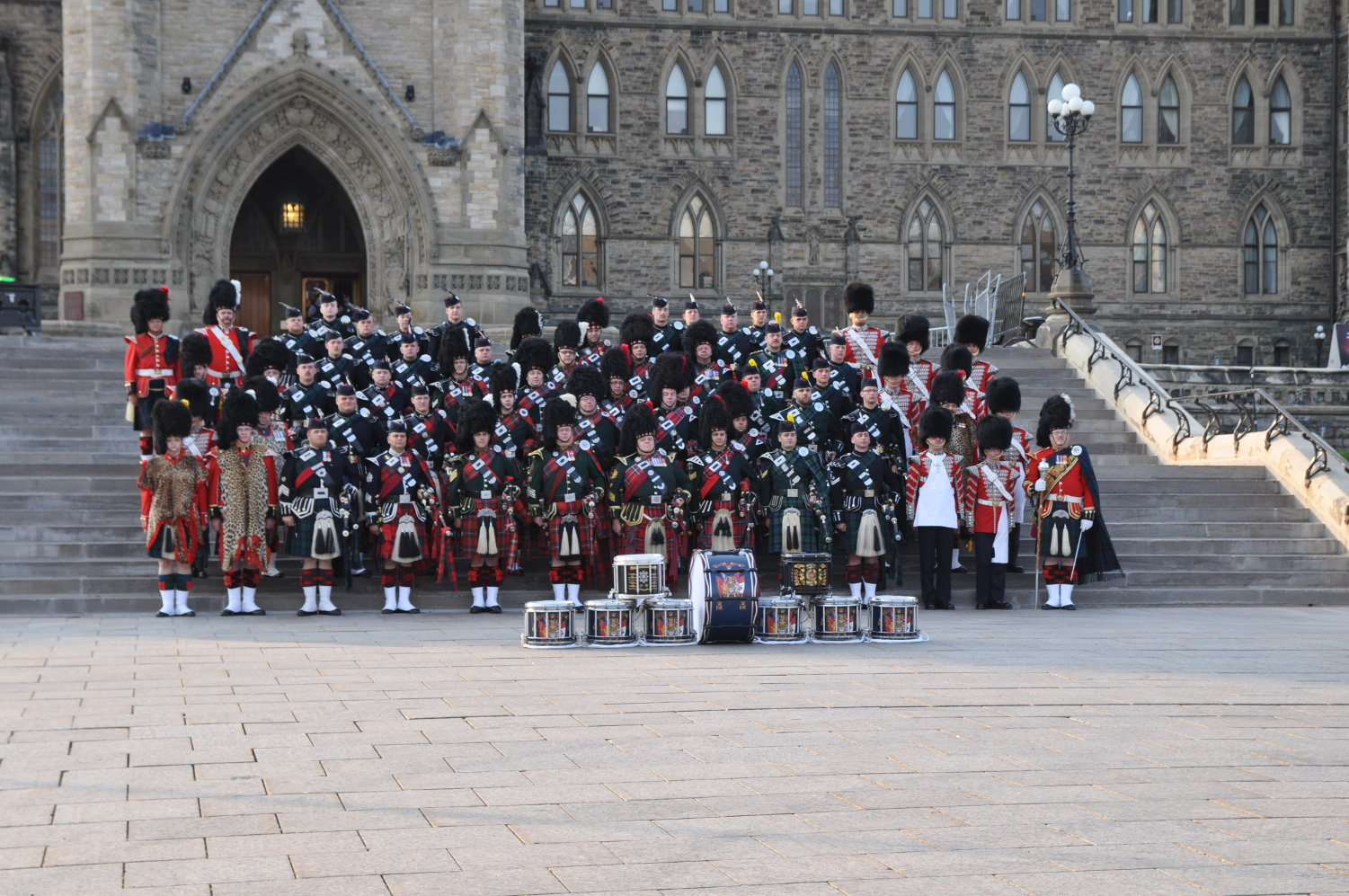 <b>4th Canadian Division Massed Pipes and Drums</b><br>